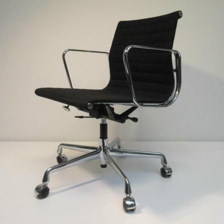 Eames EA 117 bureaustoel Hopsak zwart Vitra