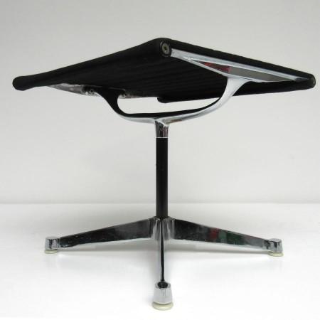 EA 125 Footstool Herman Miller