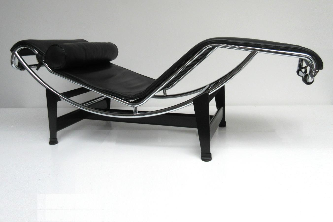 Hello design classics lc4 chaise longue cassina hello for Chaise longue 4 plazas baratos