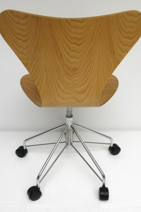 Arne Jacobsen vlinder bureaustoel
