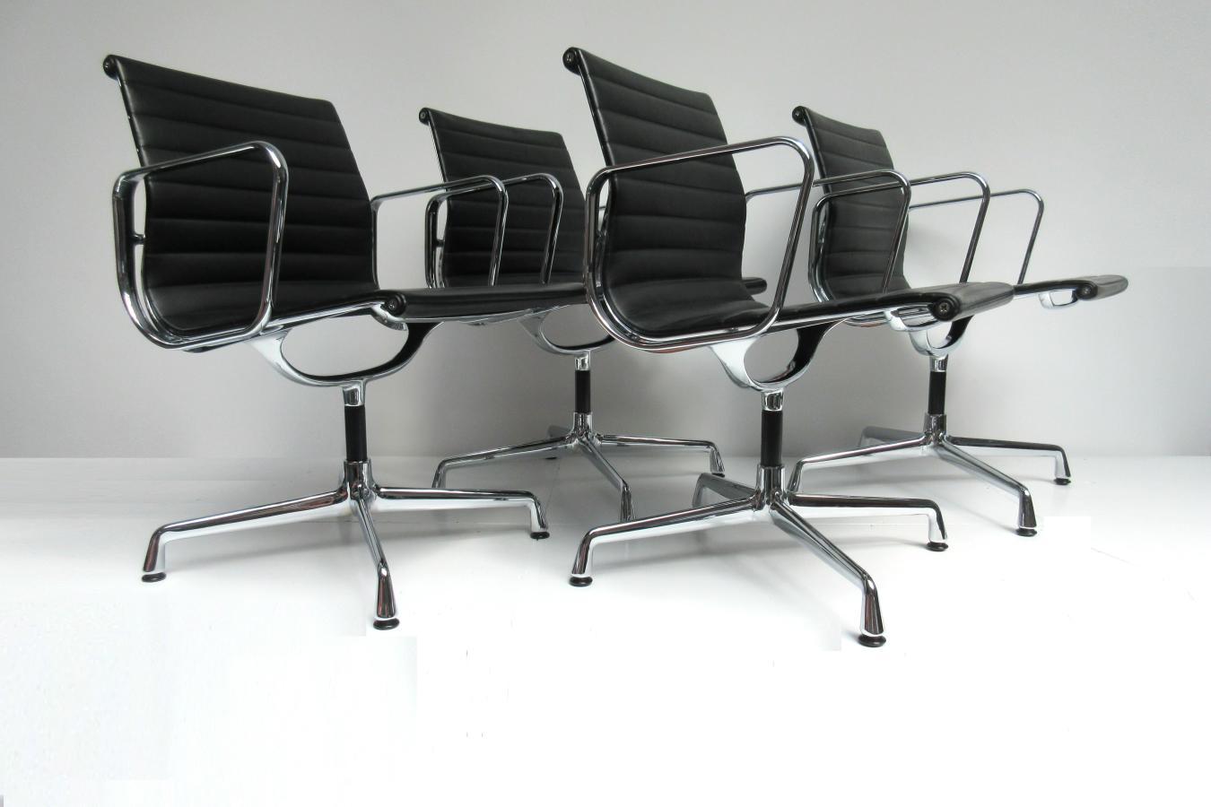 Ea108 vitra charles eames zwart leer hello design classics for Eames stoel zwart