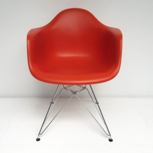 Eames-DAR-Dining-Arm-Chair-Vitra-rood-A