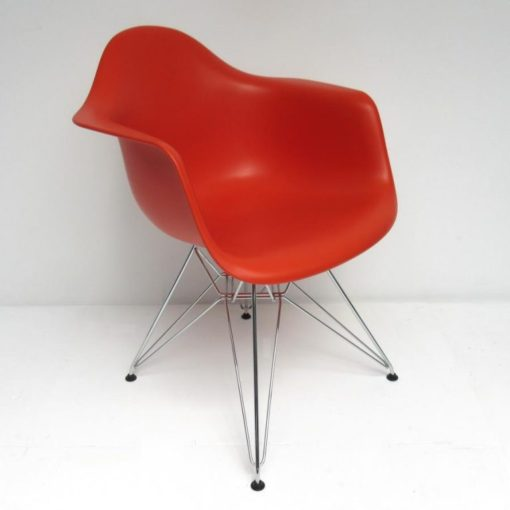 Eames-DAR-Dining-Arm-Chair-Vitra-rood-B