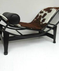 LC4-chaise-longue-Le-corbusier-Cassina