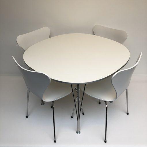 Fritz Hansen Design Stoelen.Set Tafel 2 Stoelen Arne Jacobsen Fritz Hansen