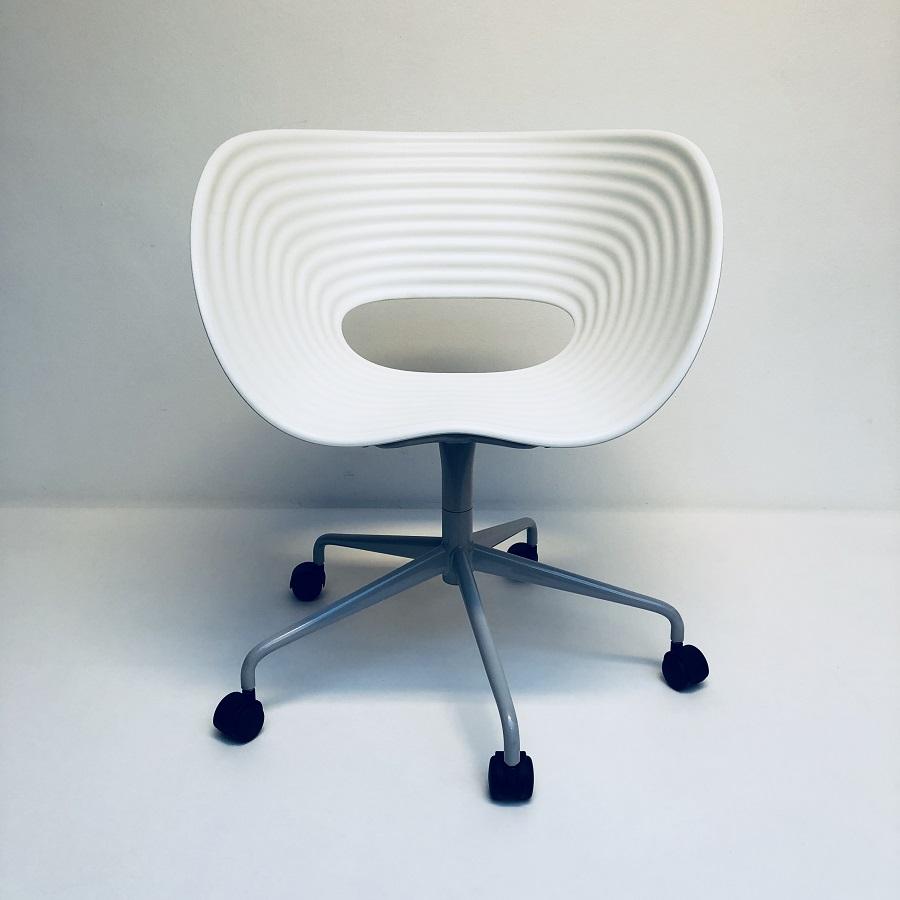 Vitra Design Stoelen.Tom Vac Stoel Met Wielen Ron Arad Vitra Hello Design Classics