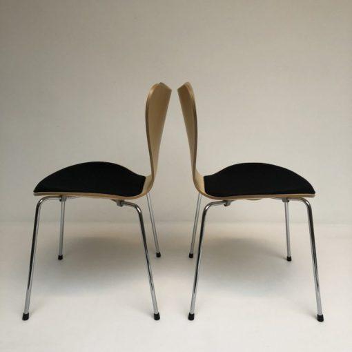 Vlinderstoelen-Arne-Jacobs-Fritz-Hansen-met-beklede-zitting.3