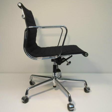 Vitra Eames Bureaustoel Ea117.Eames Ea 117 Bureaustoel Hopsak Zwart Vitra Hello Design Classics