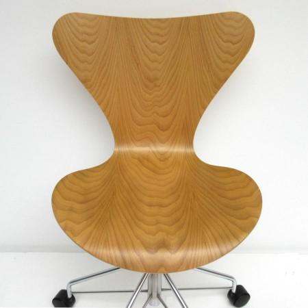 Vlinder Bureaustoel Arne Jacobsen.Arne Jacobsen Vlinder Bureaustoel Hello Design Classics