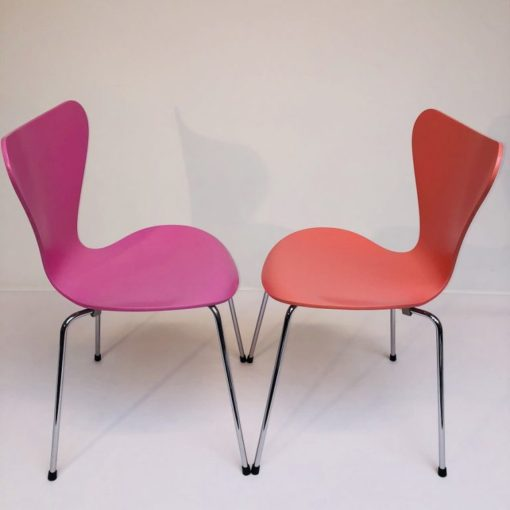 Kleurige-Arne Jacobsen Vlinderstoelen Fritz Hansen-3