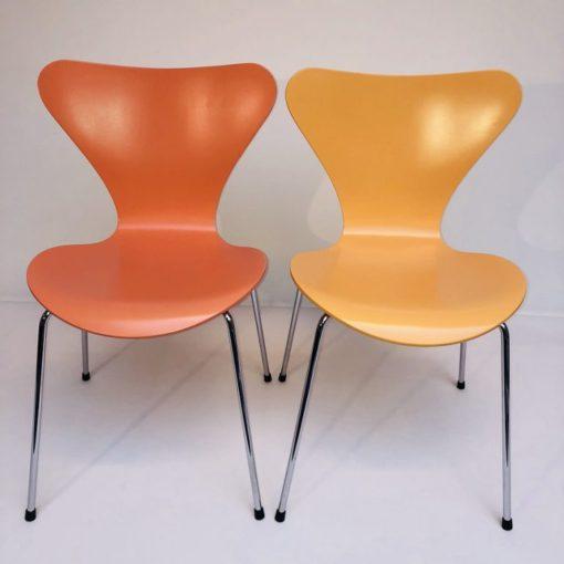 Kleurige-Arne Jacobsen Vlinderstoelen Fritz Hansen-4