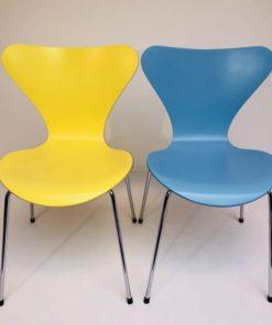 Kleurige-Arne Jacobsen Vlinderstoelen Fritz Hansen-5